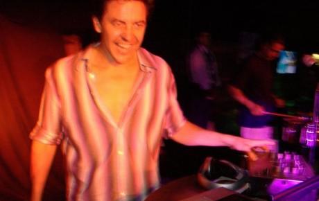 DJ SIMON LAING