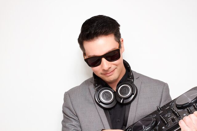 DJ Lee - Entertainment Bureau - Book Sydney Based Wedding and Event DJs