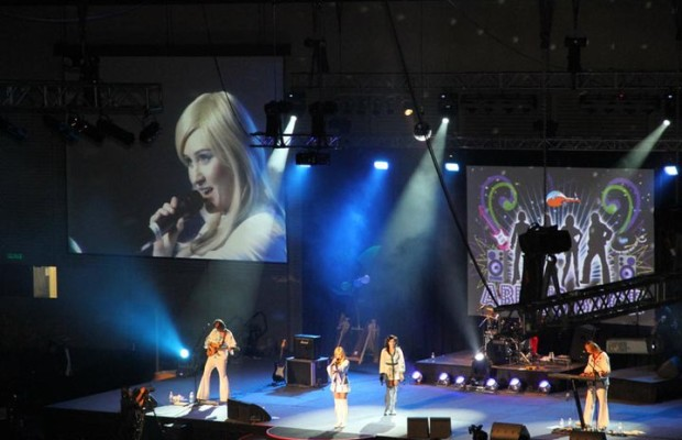 010-Full-Stage-with-Agnetha