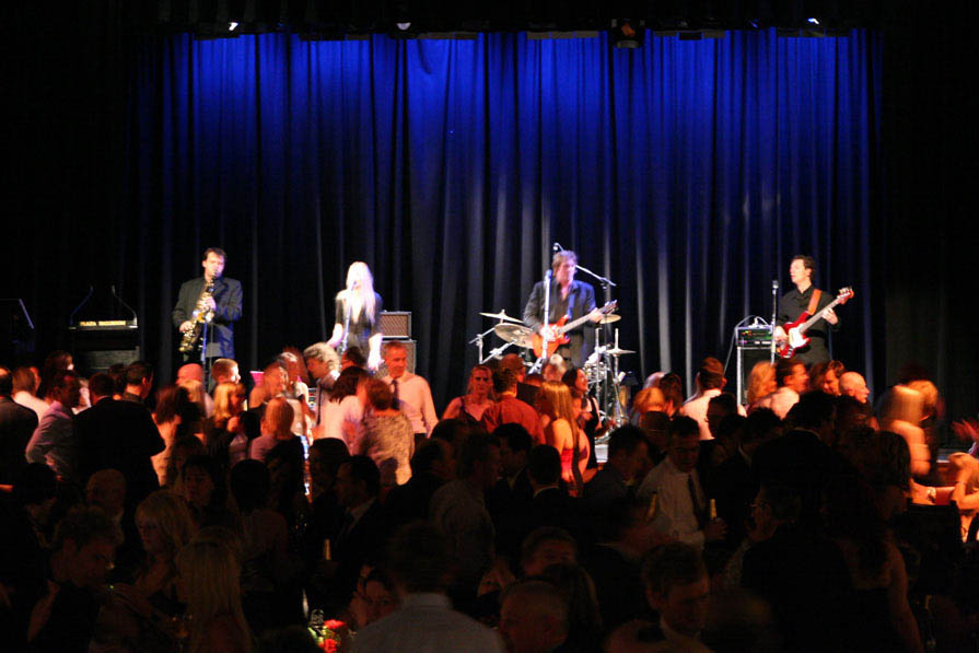 The Vibes - Entertainment Bureau - Book Melbourne Wedding & Corporate Event Cover Bands